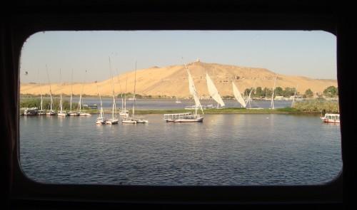 Félouques sur le Nil vues depuis la cabine @ Assouan, Egypte